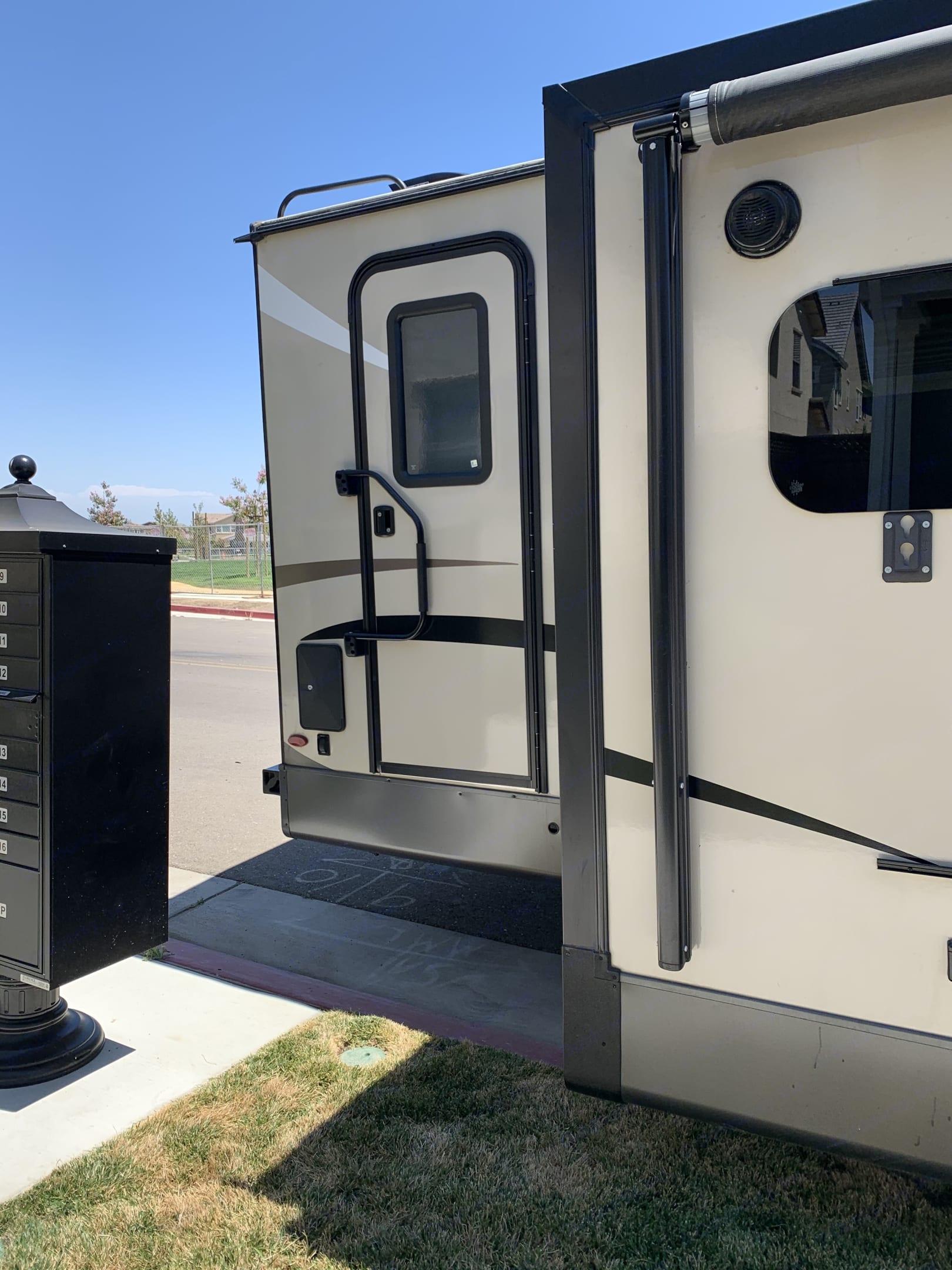 1/2 bath door. Flagstaff Super Lite 2020
