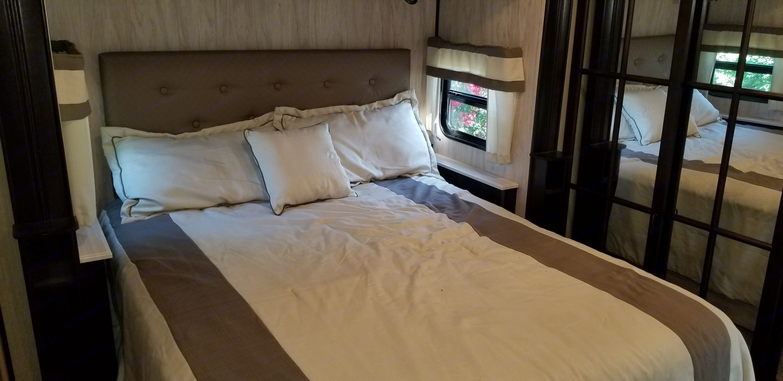 King bed. Palomino Columbus 2017