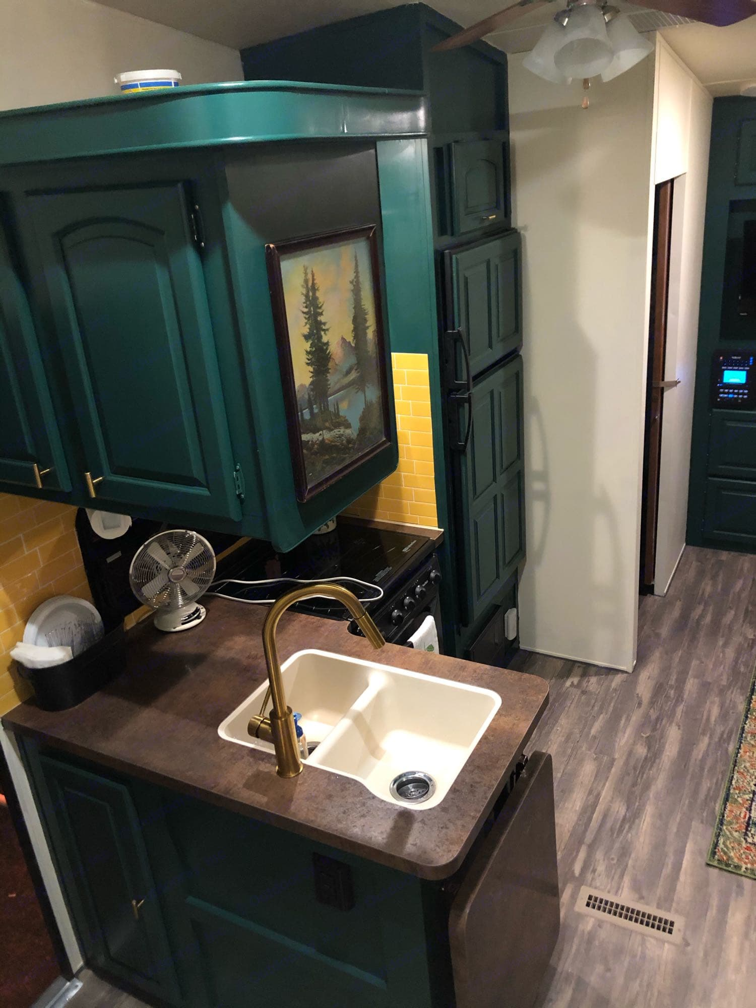 kitchen. Forest River Flagstaff Classic Super Lite Free Delivery with a 3 night or more rental 2014
