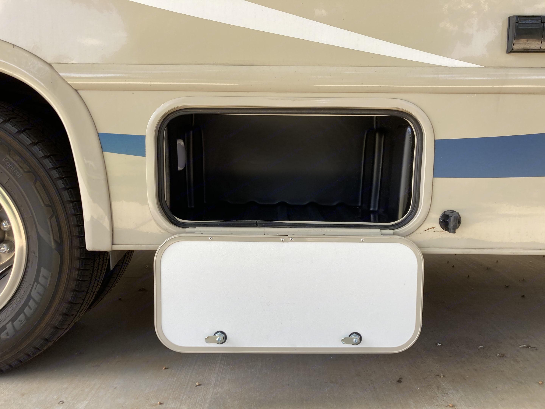 Outside Storage. Thor Motor Coach Freedom Elite 2018