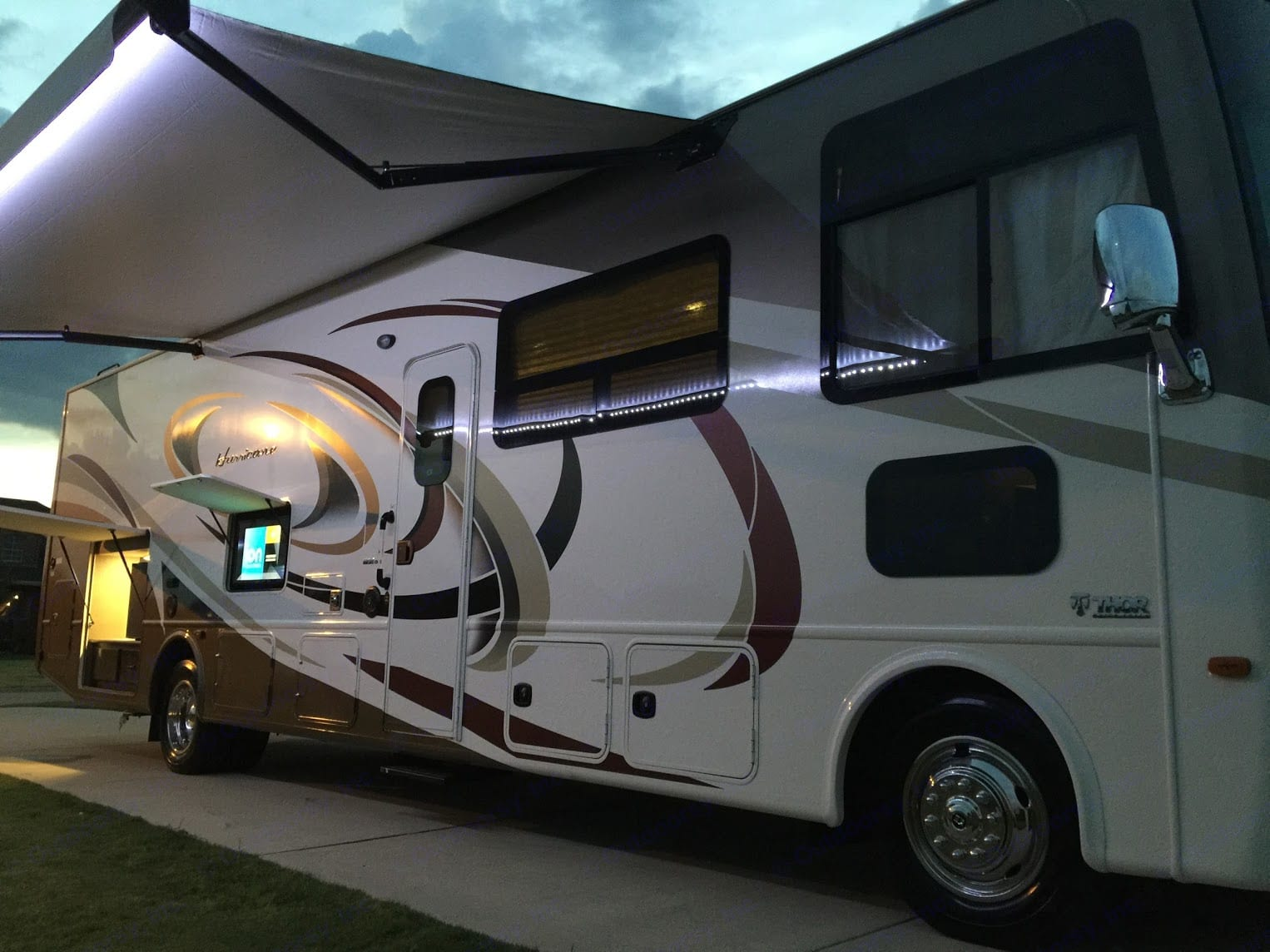 Thor Motor Coach Hurricane 2017