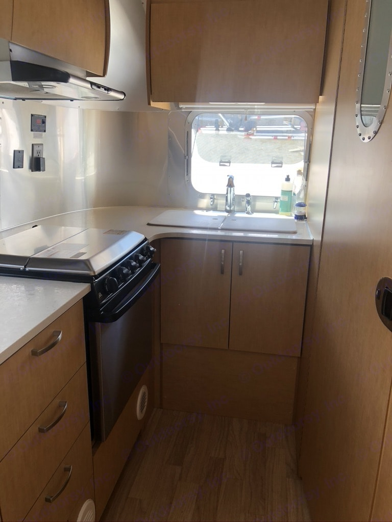 Stocked Kitchen to bring all your favorite meals to life. Airstream Flying Cloud 2016