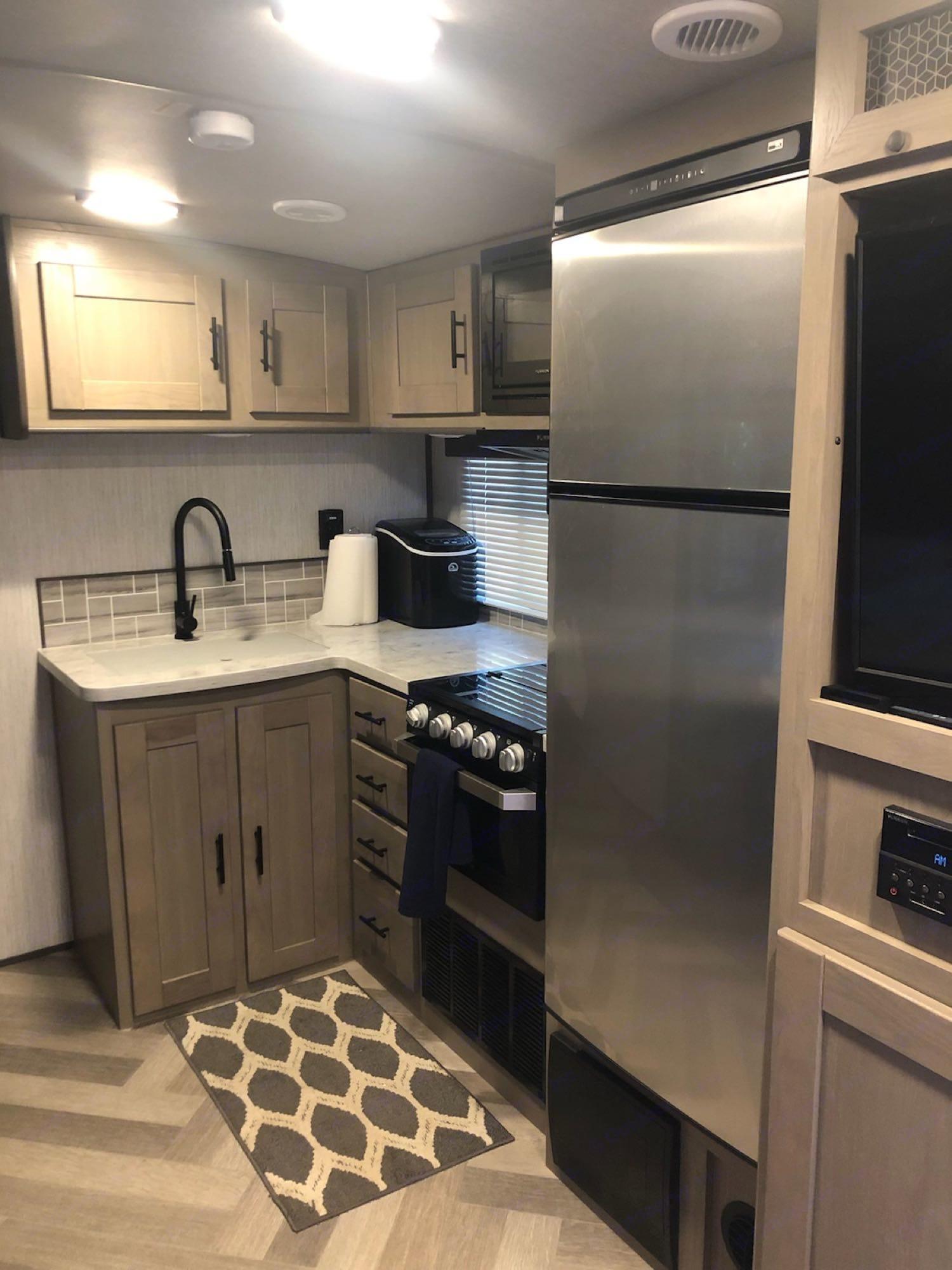 10 Cubic Foot fridge.. Cruiser Rv Corp Other 2021