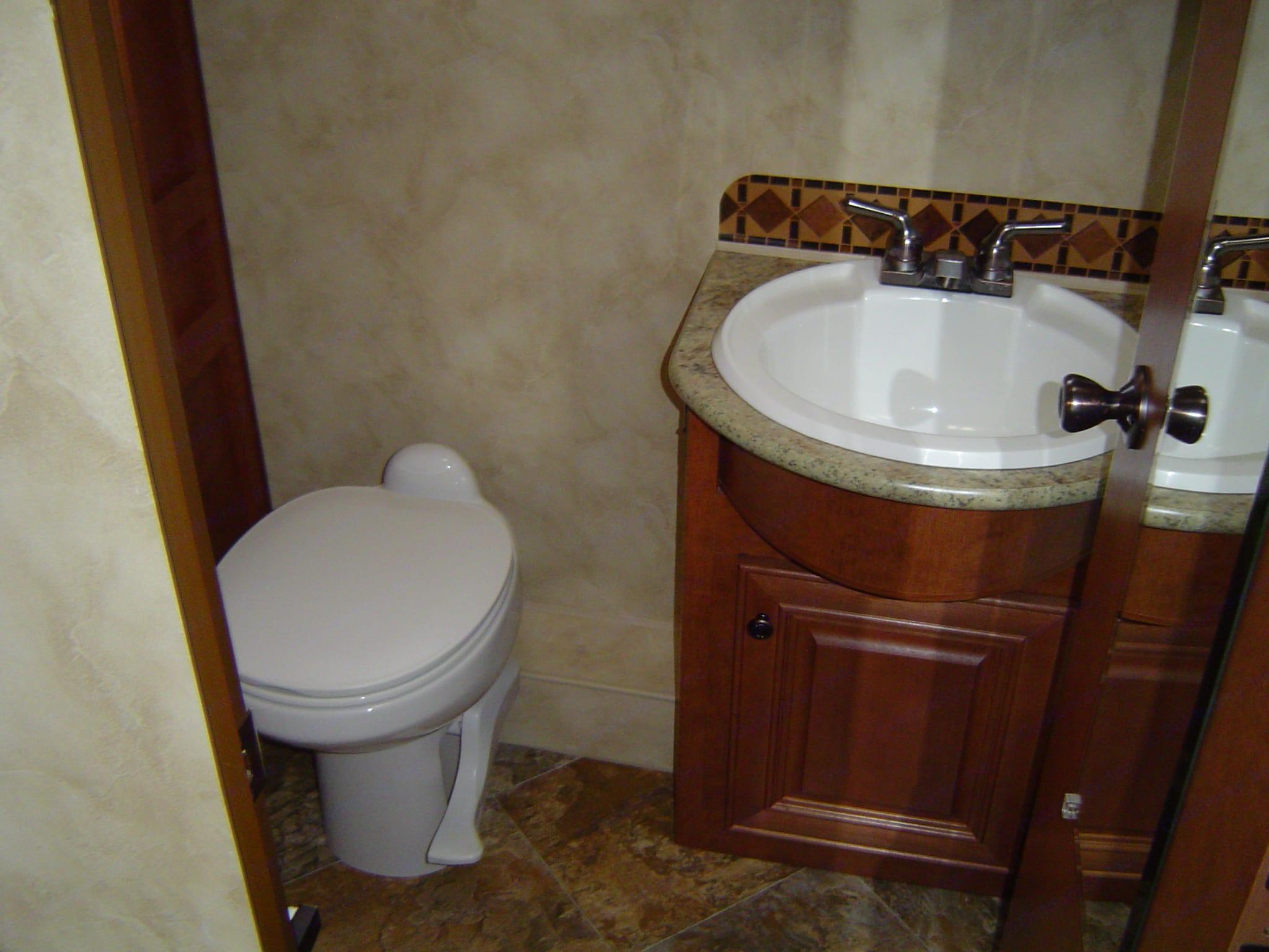 Bathroom. Northwood Mfg Arctic Fox 2013