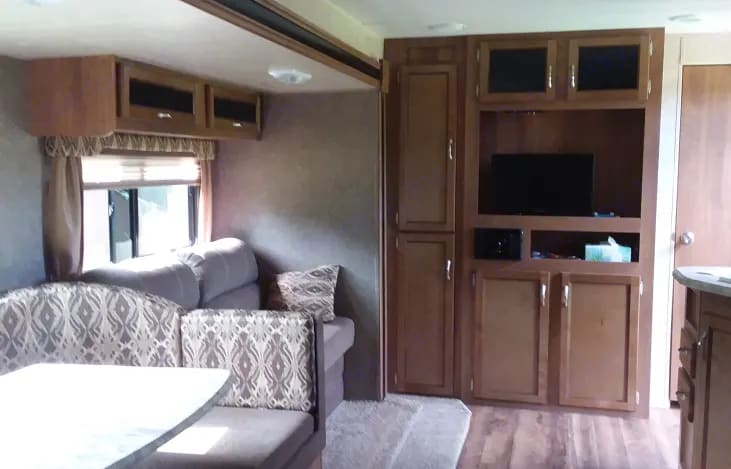 Dining/Living room. Coachmen Catalina 2017
