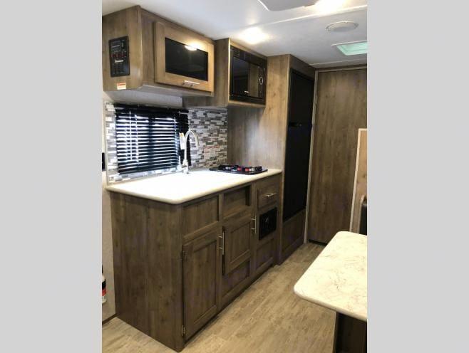 Kitchen. Dutchmen Aspen Trail 2020