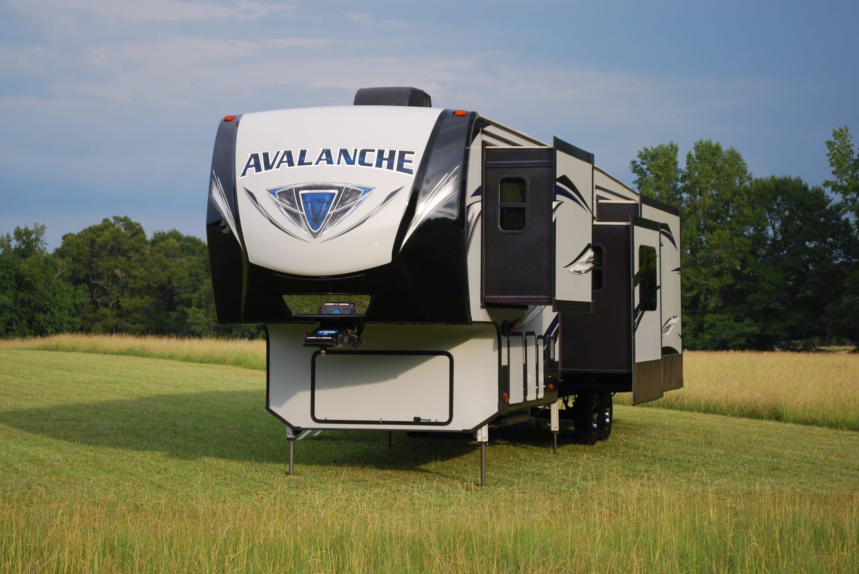 Brand-new with 4 slides. Keystone Avalanche 2020