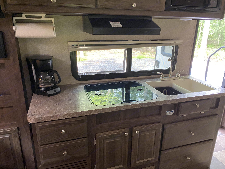 Range, double sink- plenty of cabinet space. Micro lite Flagstaff 2017