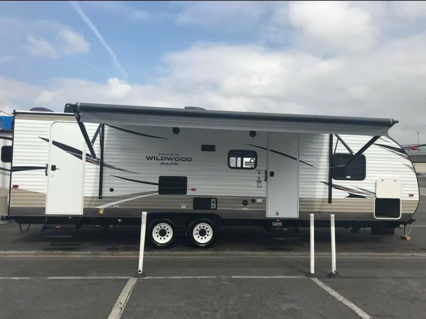 17' powered awning. Forest River Wildwood 2018