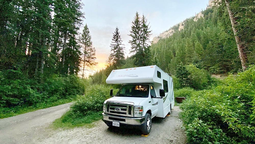"""Yellowstone National Park """"Summer 2020"""". Thor Motor Coach Four Winds Majestic 2015"""