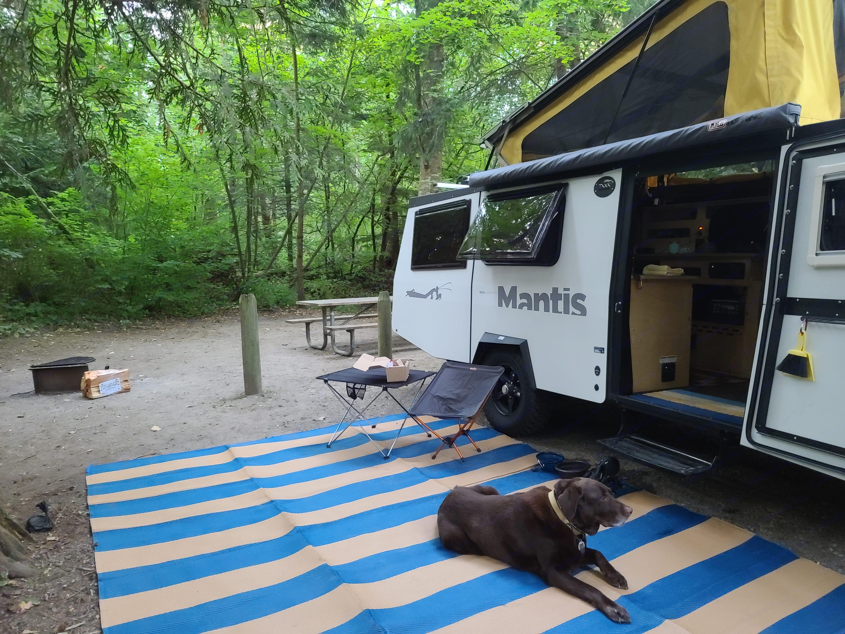 Also has awning which is not deployed in this picture.. Taxa Mantis 2020