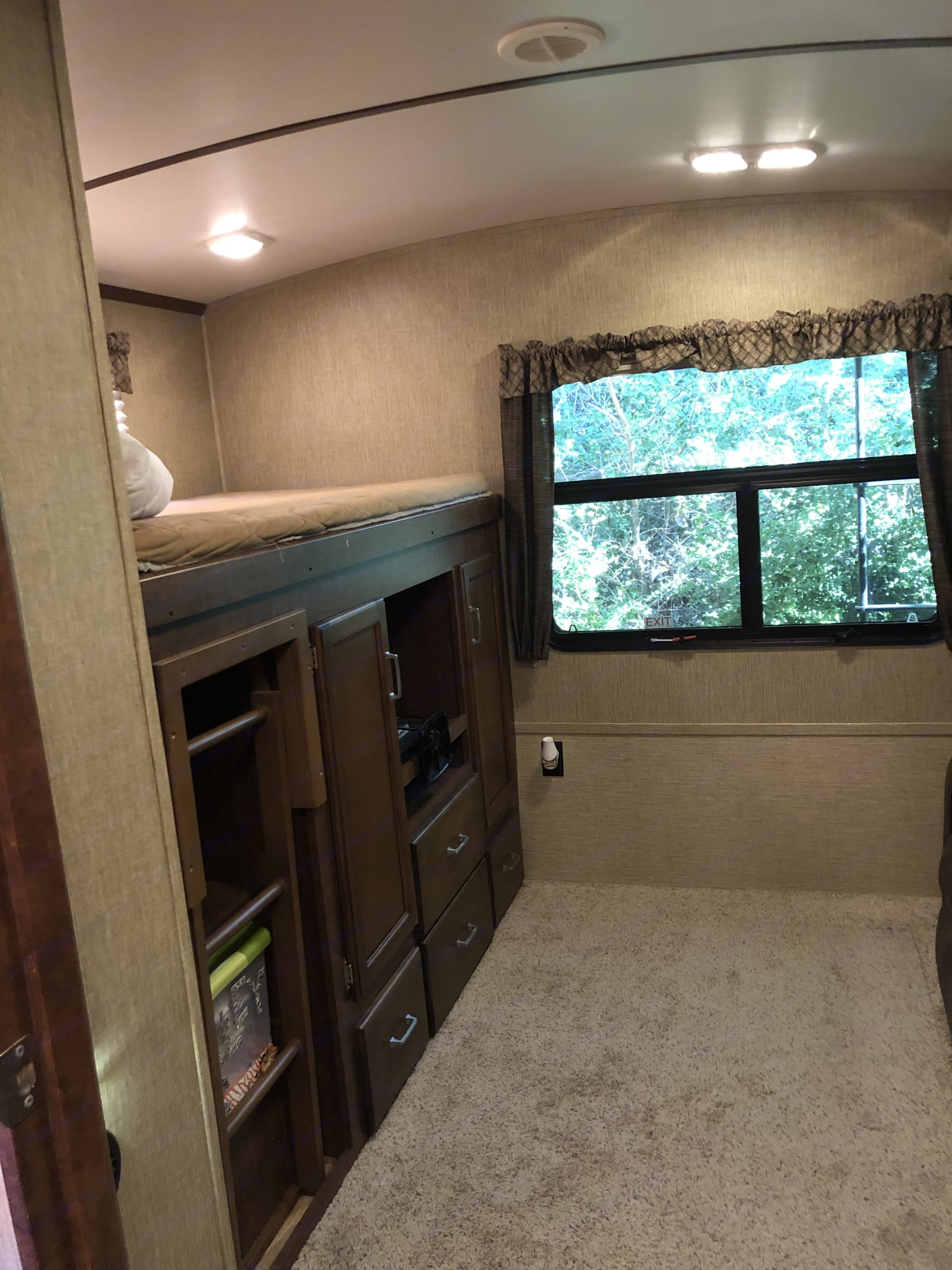 Bunkhouse has a tv. Bed above. All linens provided.. Keystone Outback 2017