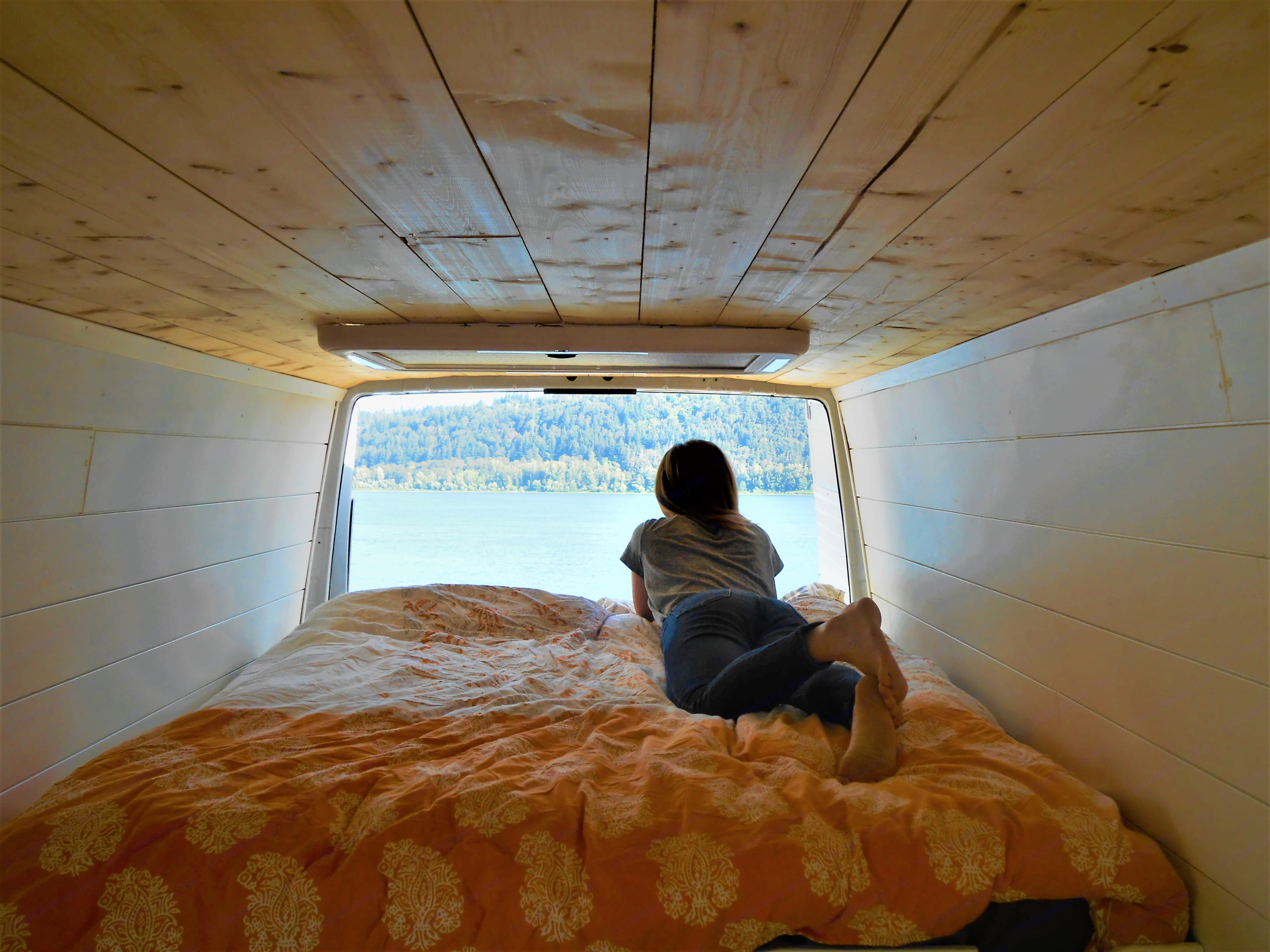 Float off to sleep on Pearl's pillow-top queen-size mattress (ahhh!). . Dodge Sprinter 2006