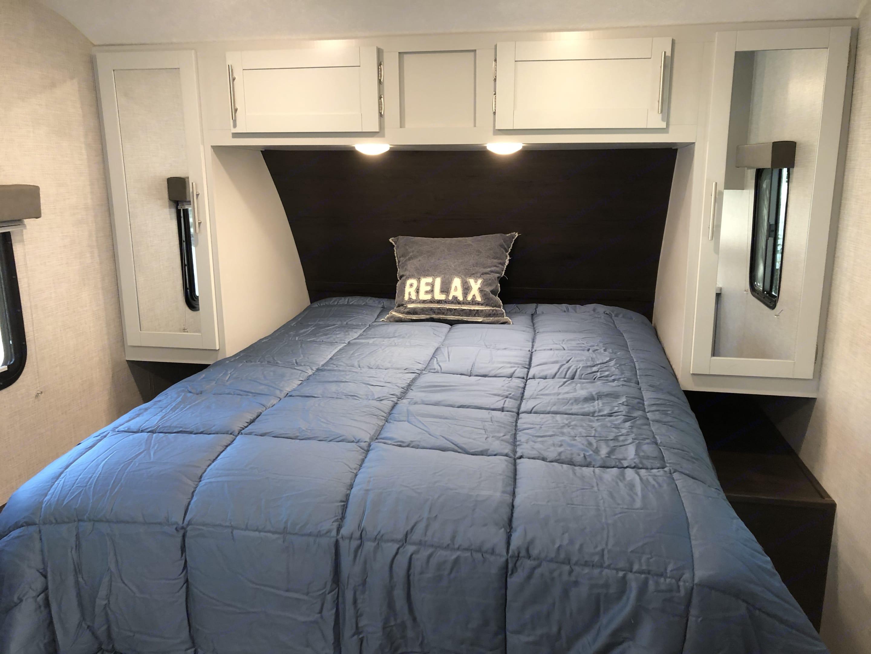 "Full-size 12"" thick queen mattress.. Keystone Bullet 2020"