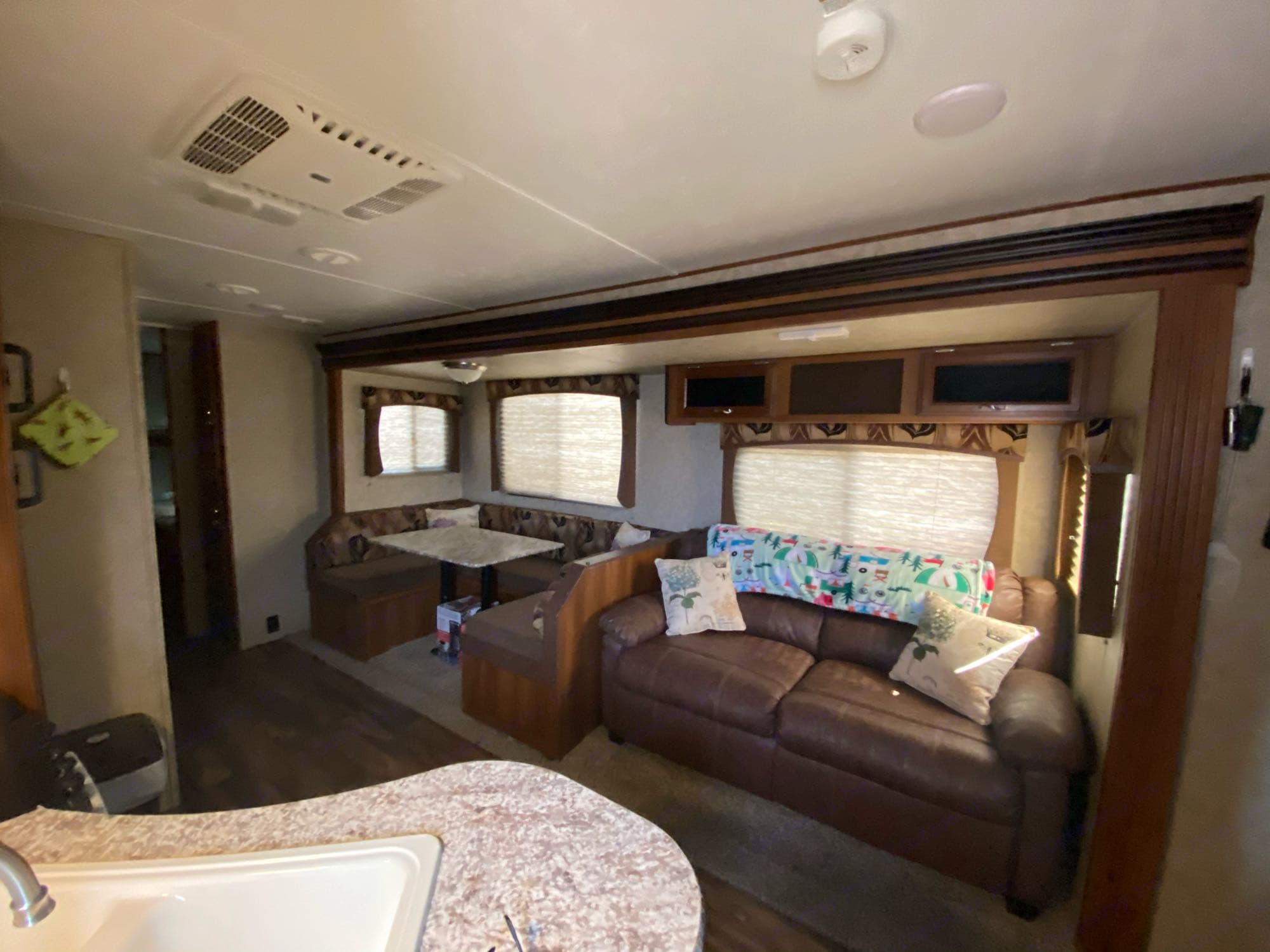 Fold out couch sleeps two / dining table converts to full bed. Prime Time Avenger 2017