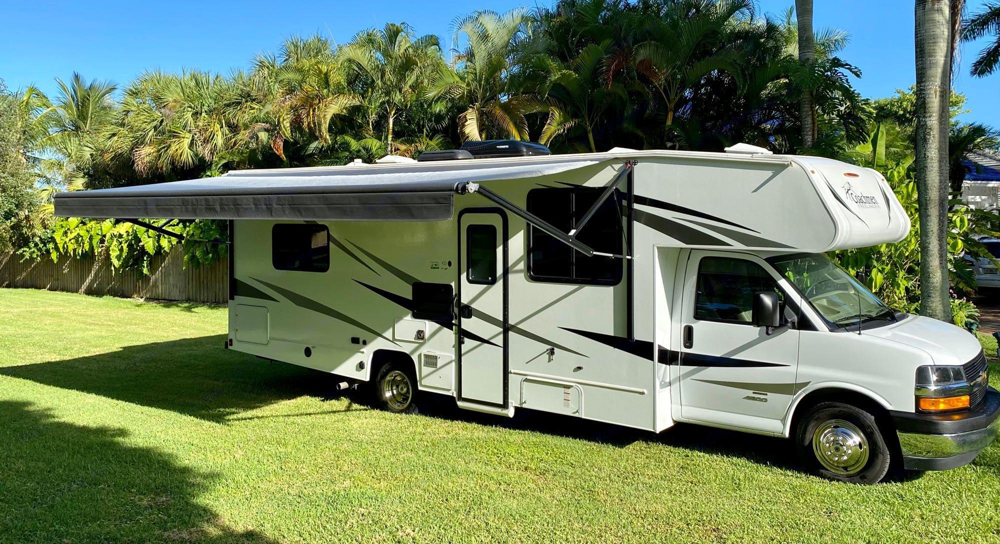 Easy to use awning.. Coachmen Freelander 2020