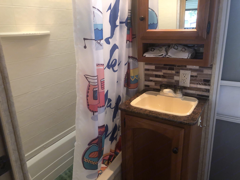 Full Bathroom with tub and shower. Dutchmen Dutchmen 2011