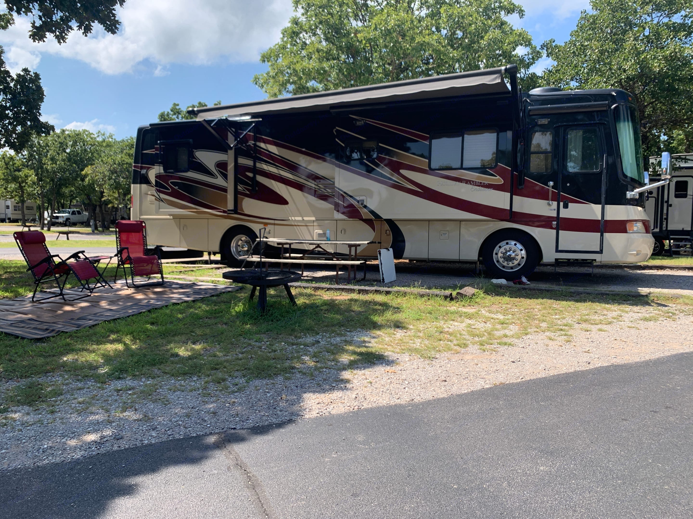 Comes with four outdoor chairs, lawn rug, 10x10 canopy, folding table and Blackstone grill. Holiday Rambler Endeavor 2009