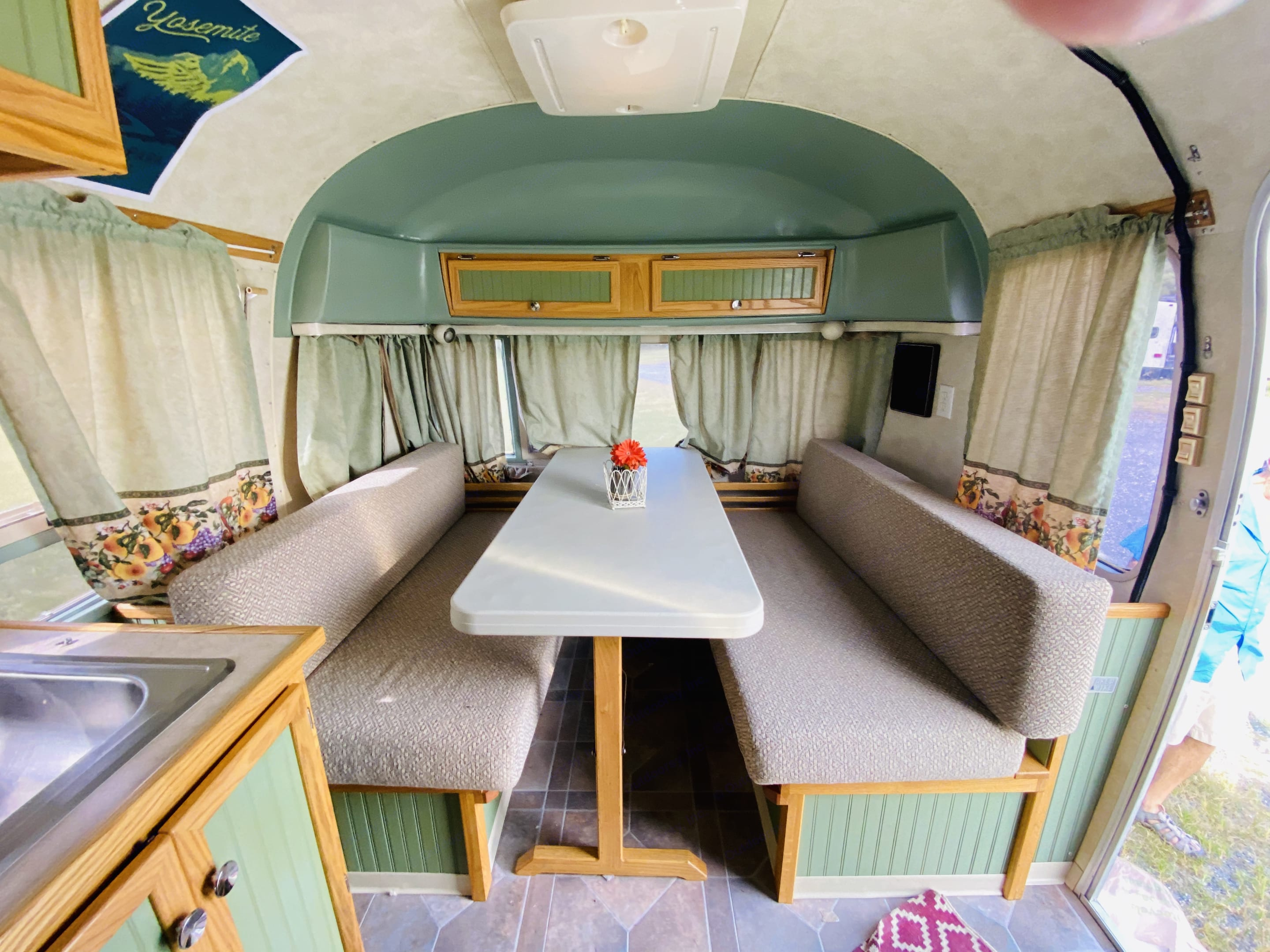 Dinette sleeps 2. Airstream Trade Winds 1979