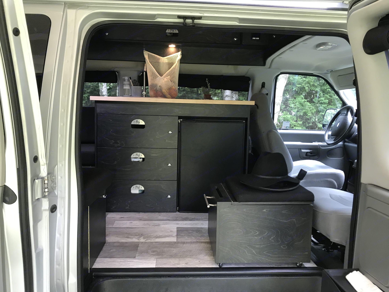 Versatile passenger seat. Ford Econoline E350 2006