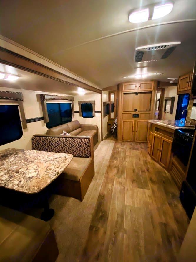 Living area, TV carousel. Cruiser Rv Corp Shadow Cruiser 2016