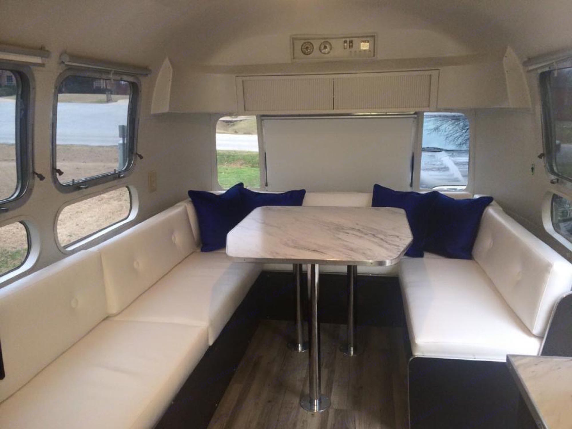 Airstream Sovereign 1973