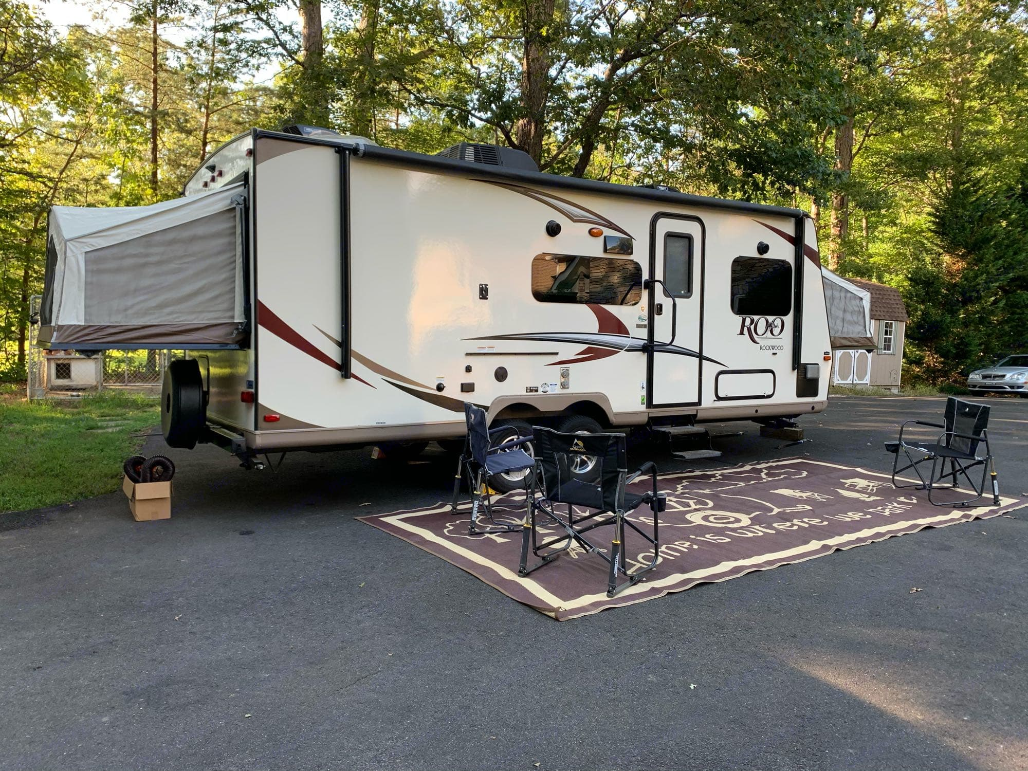 outdoor rug and 3 chairs. Forest River Rockwood Roo 2018