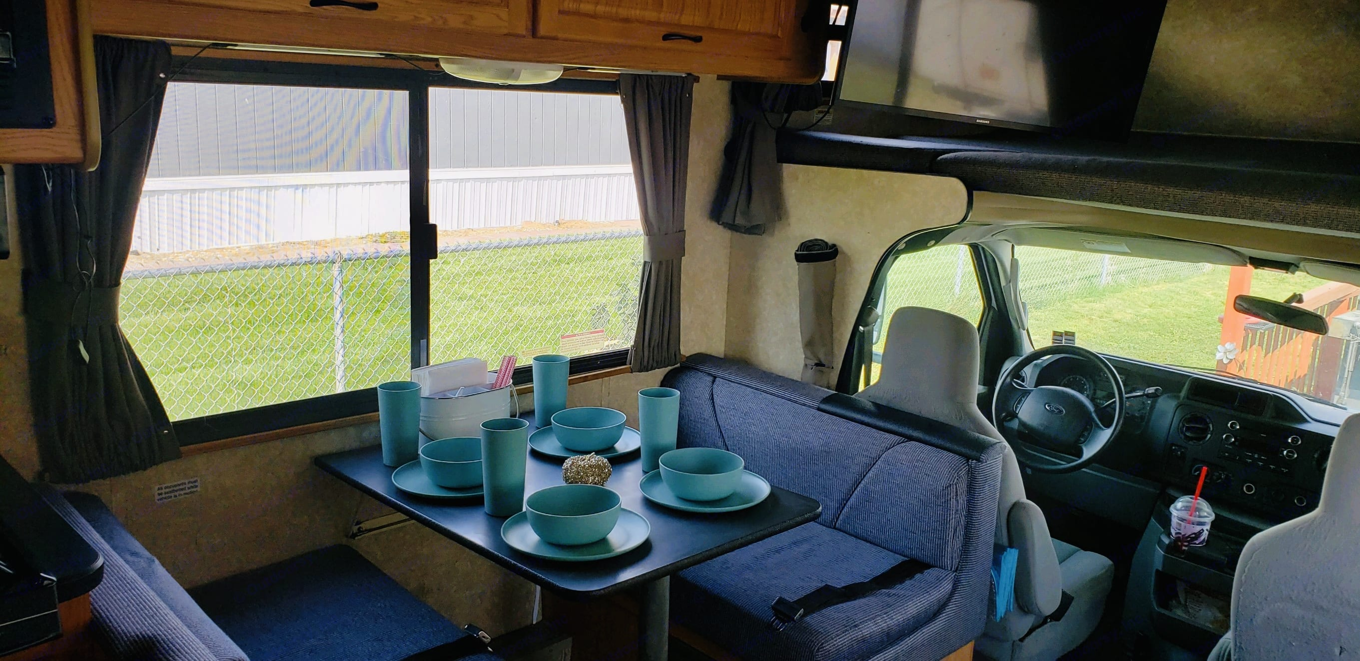 Dinette and driver seat. Thor Motor Coach Four Winds Majestic 2011