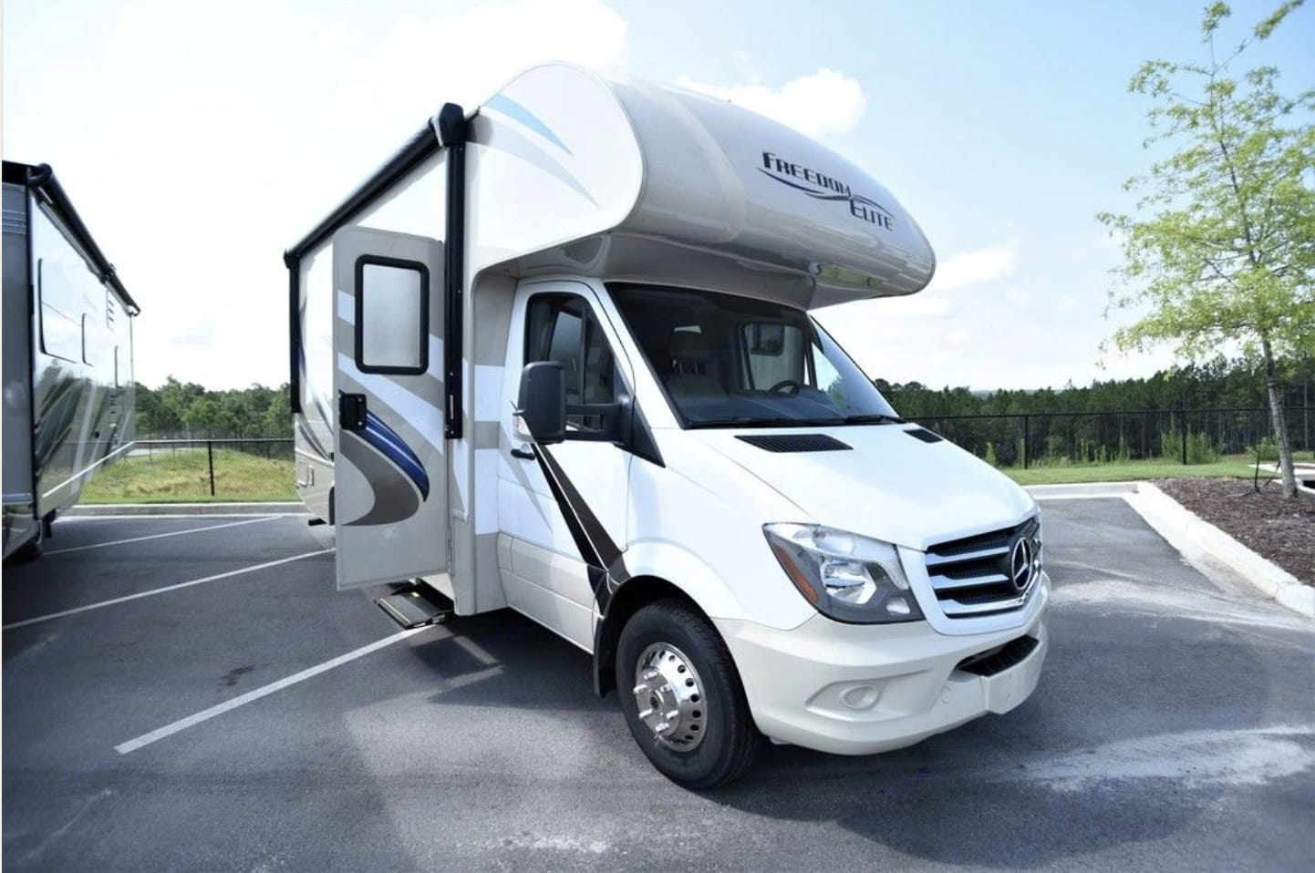 lets hit the road!. Thor Motor Coach Freedom Elite 2019