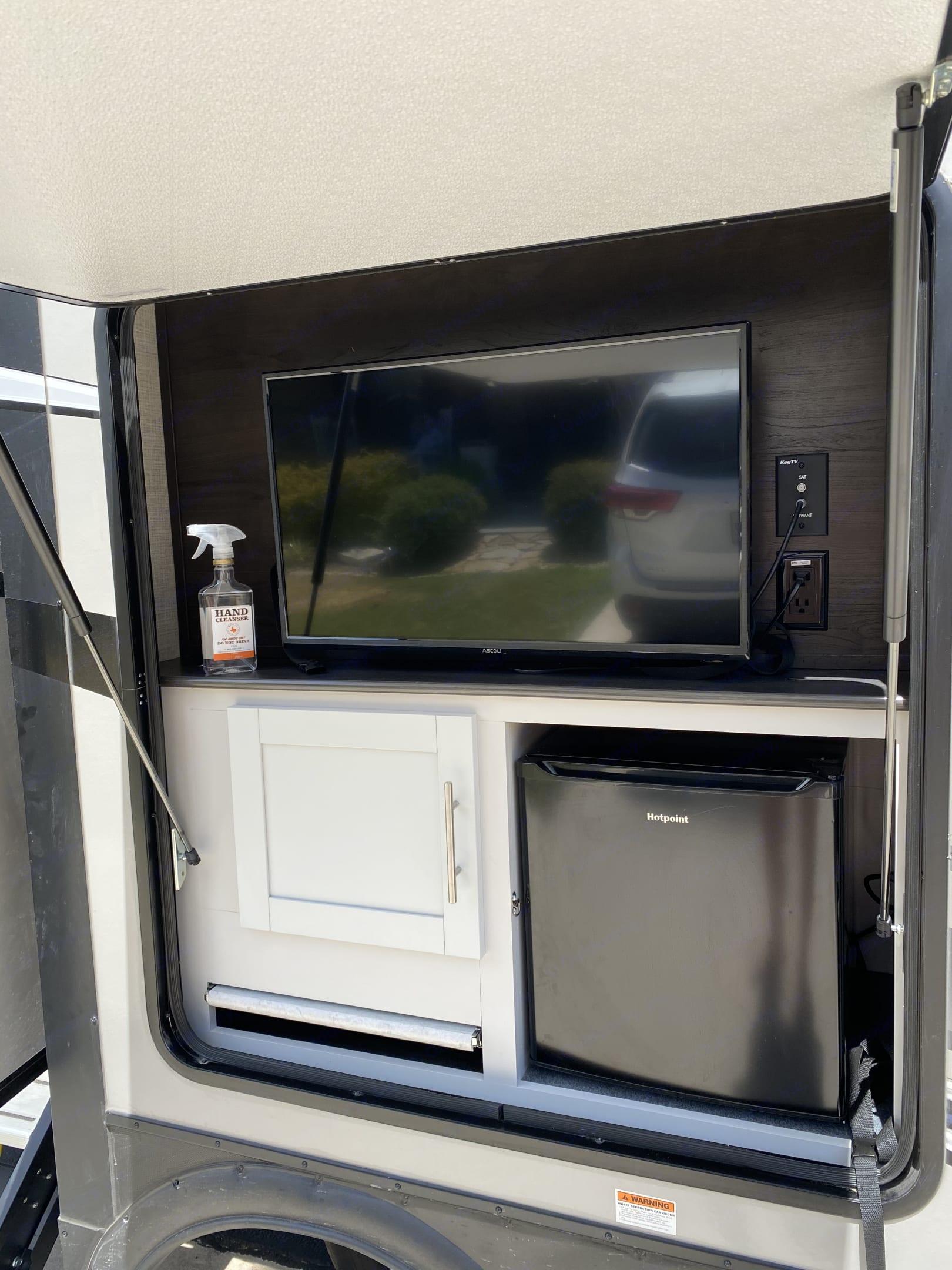 Outside TV and Fridge. Keystone Bullet Premier 2020