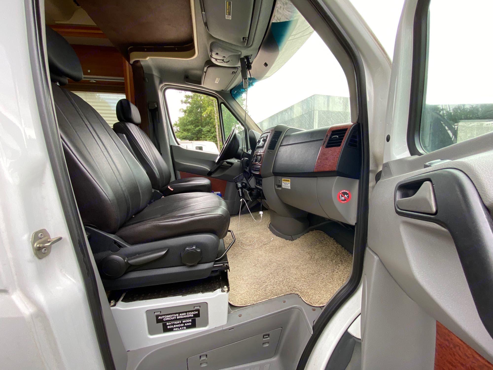 passenger door and seat.. Winnebago View 2009