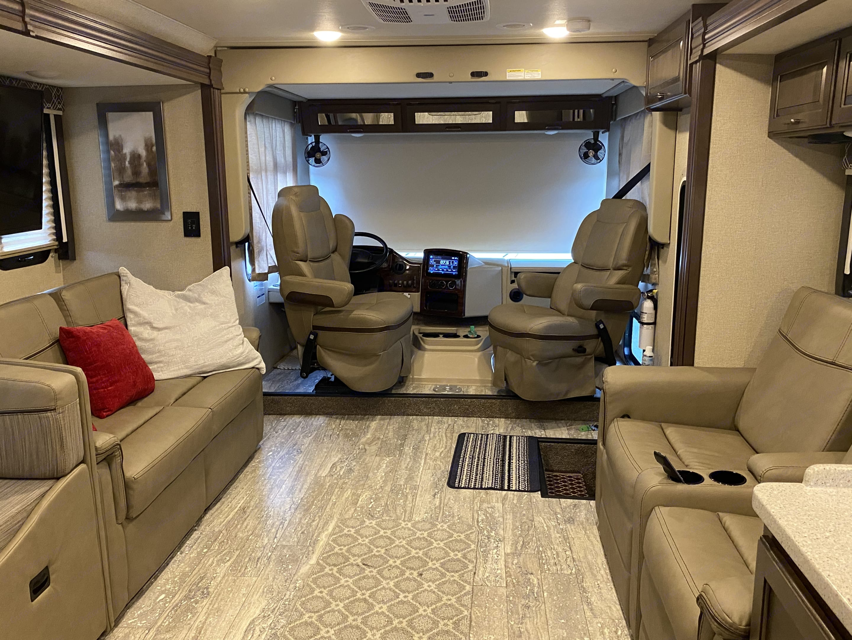 Thor Motor Coach Hurricane 2019