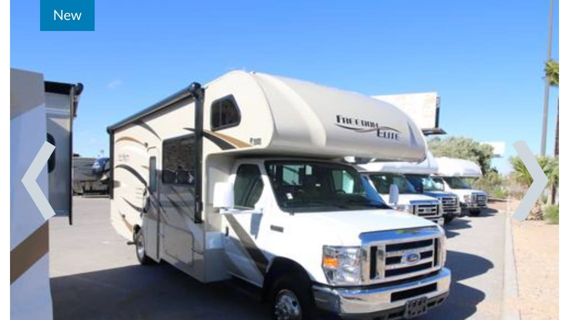 Exterior View of Awning. Thor Motor Coach Freedom Elite 2017
