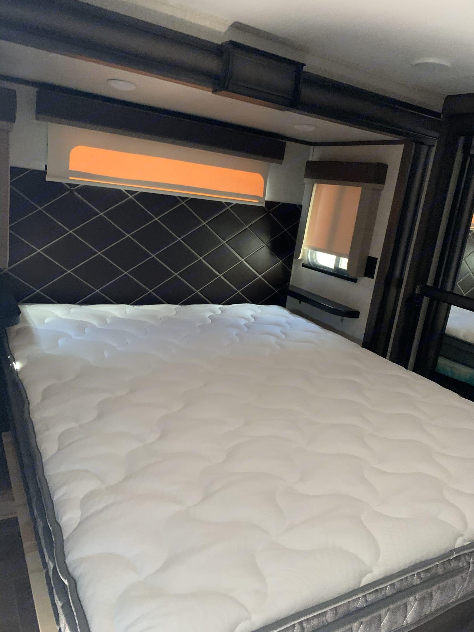 Queen size Bed. Keystone Montana 2019