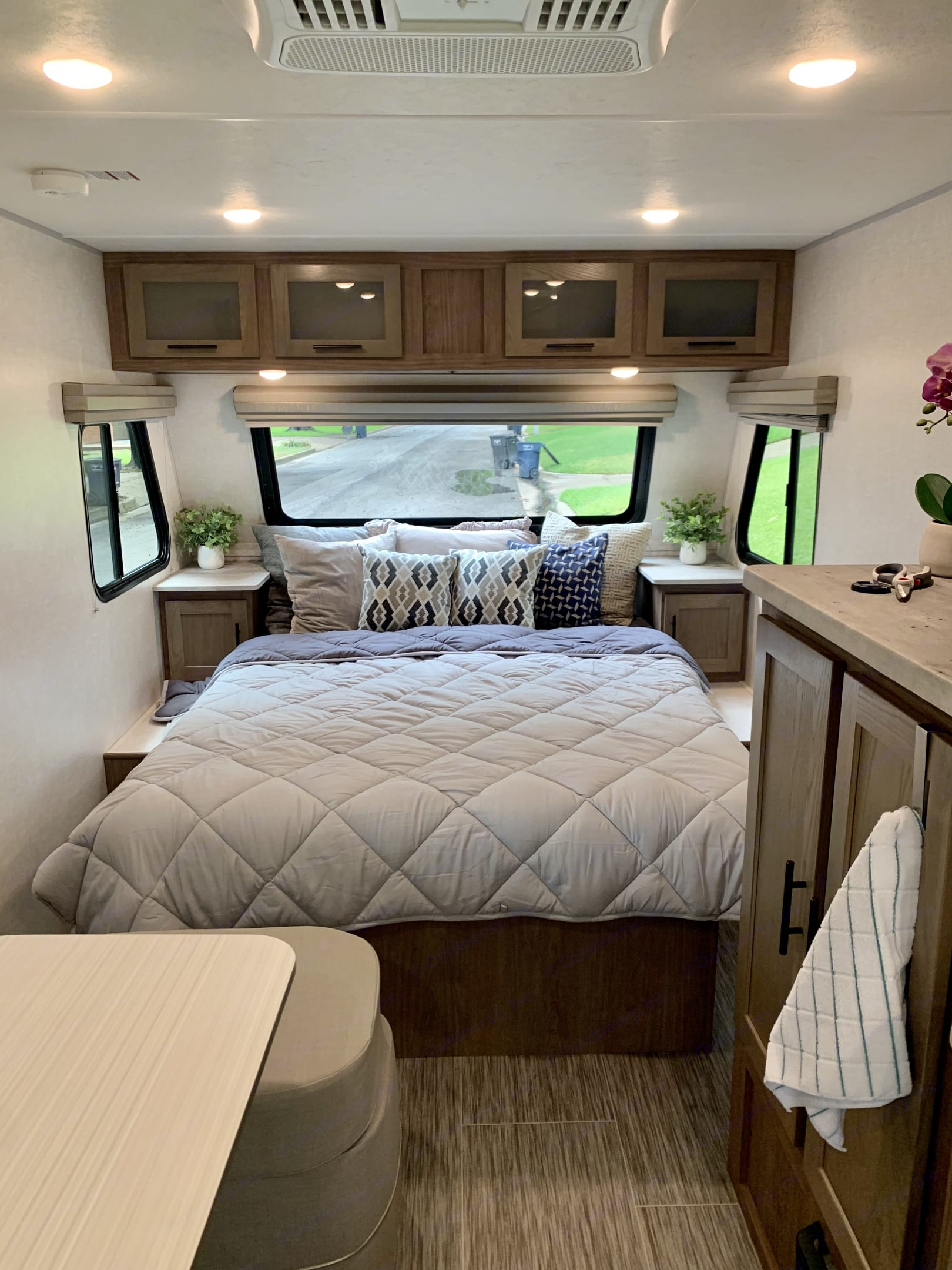 Queen bed with night stands.. Forest River No Boundaries 2020