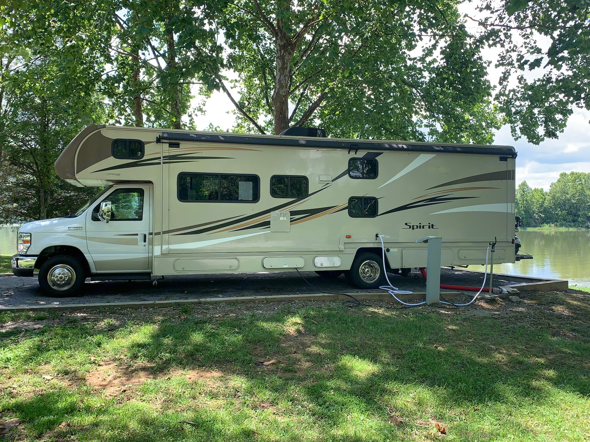 Electric, Water and Sewage hook ups. We also provide a 110V hook up if needed.. Winnebago Winnebago 2019