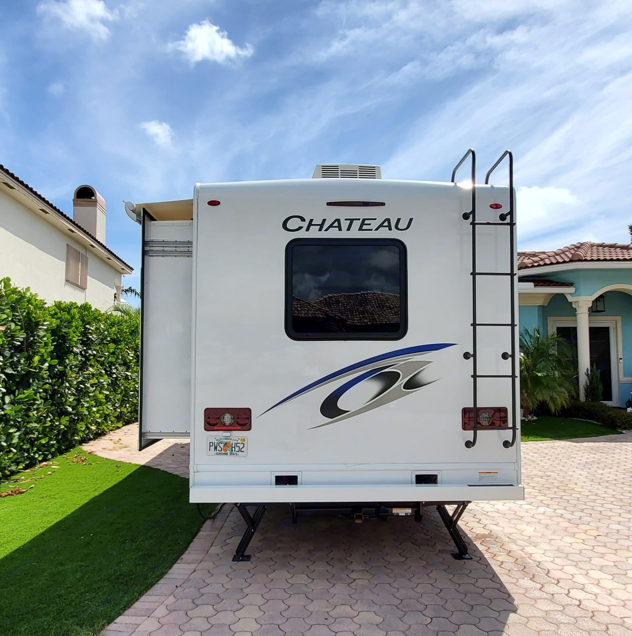RV Back end. Thor Motor Coach Chateau 2021