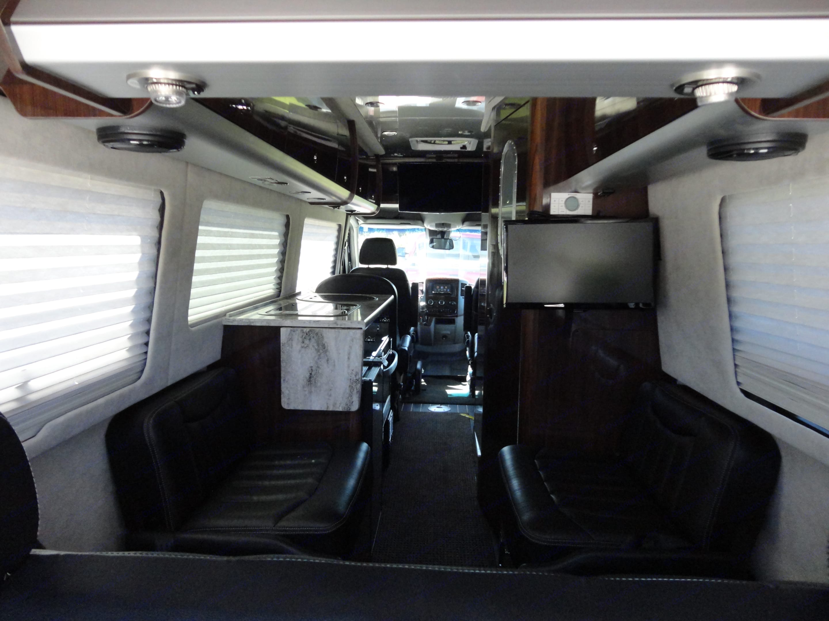 Airstream Lounge EXT 2015