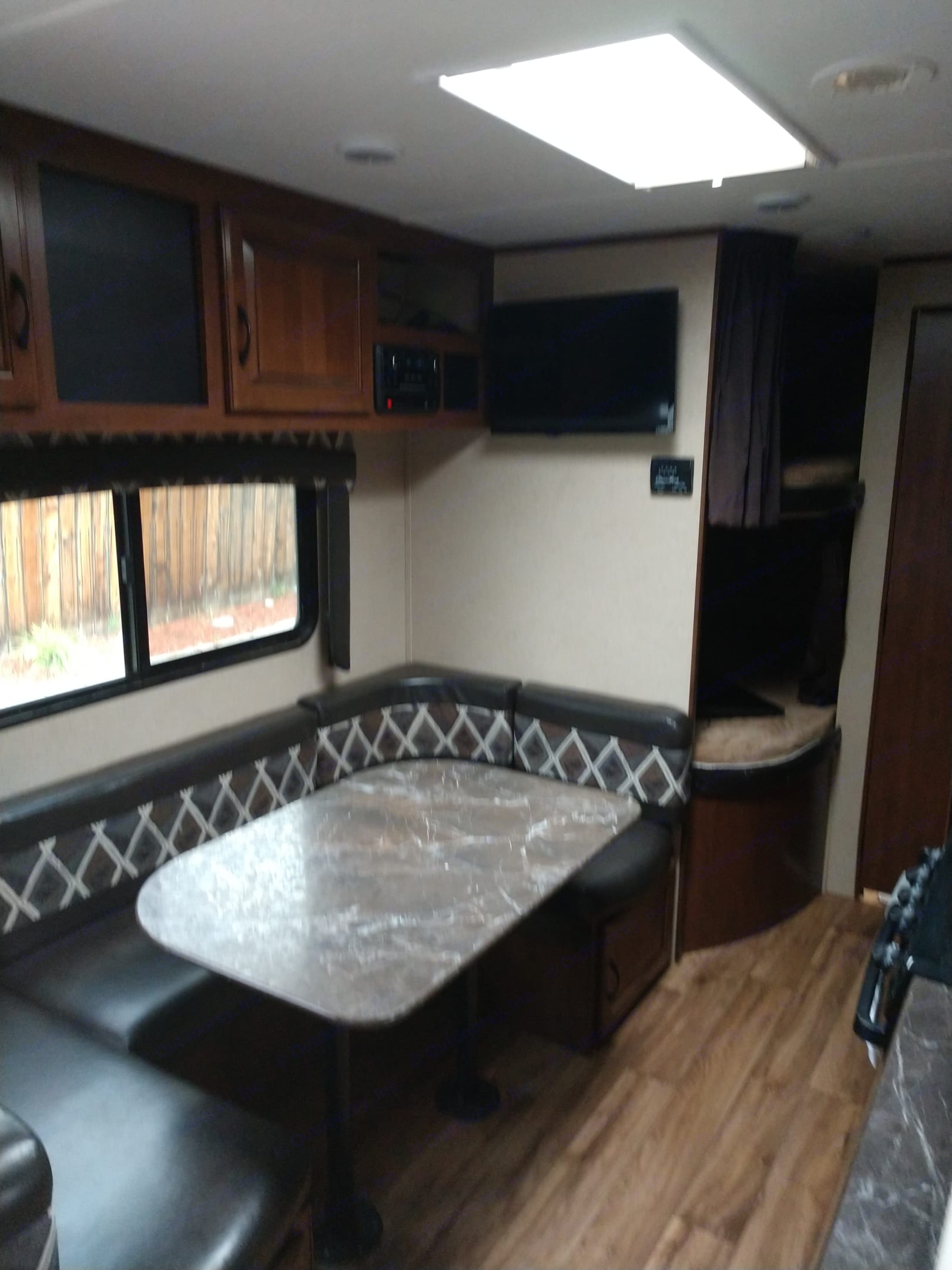 U shape dinette.  It also transforms into a full size bed.. Jayco Flight 2016