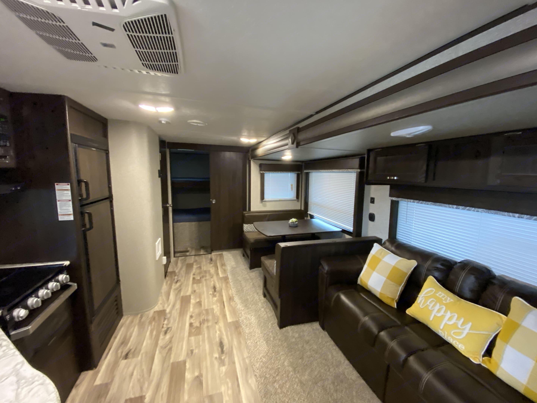 Living Area w/jackknife. Keystone Summerland 2018