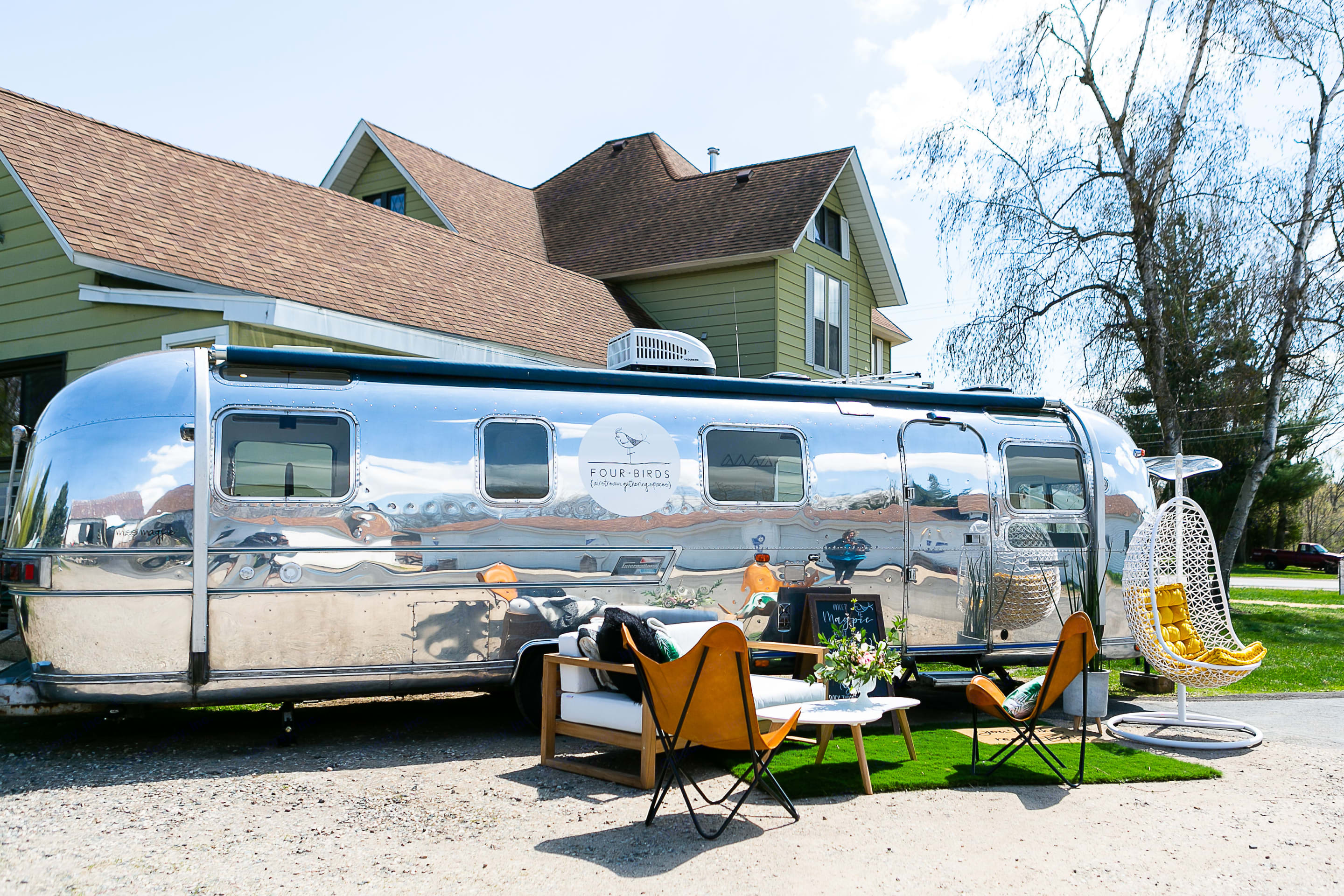 Use her as a vendor booth at outdoor markets.. Airstream Land Yacht 1976