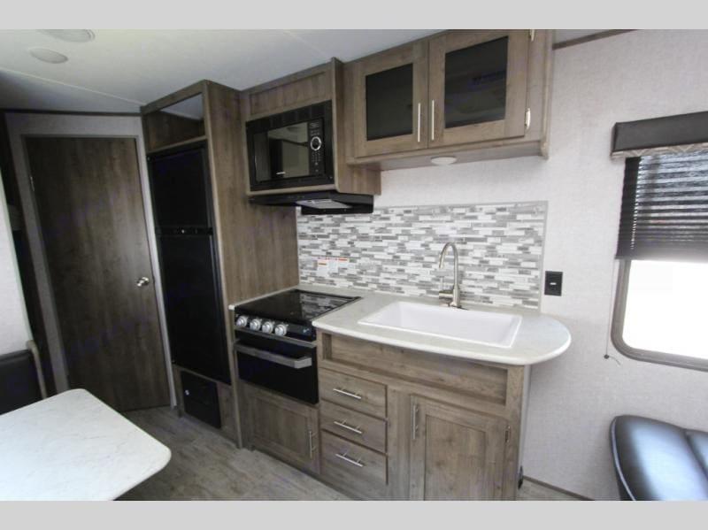 Full modern kitchen. Dutchmen Aspen Trail 2021