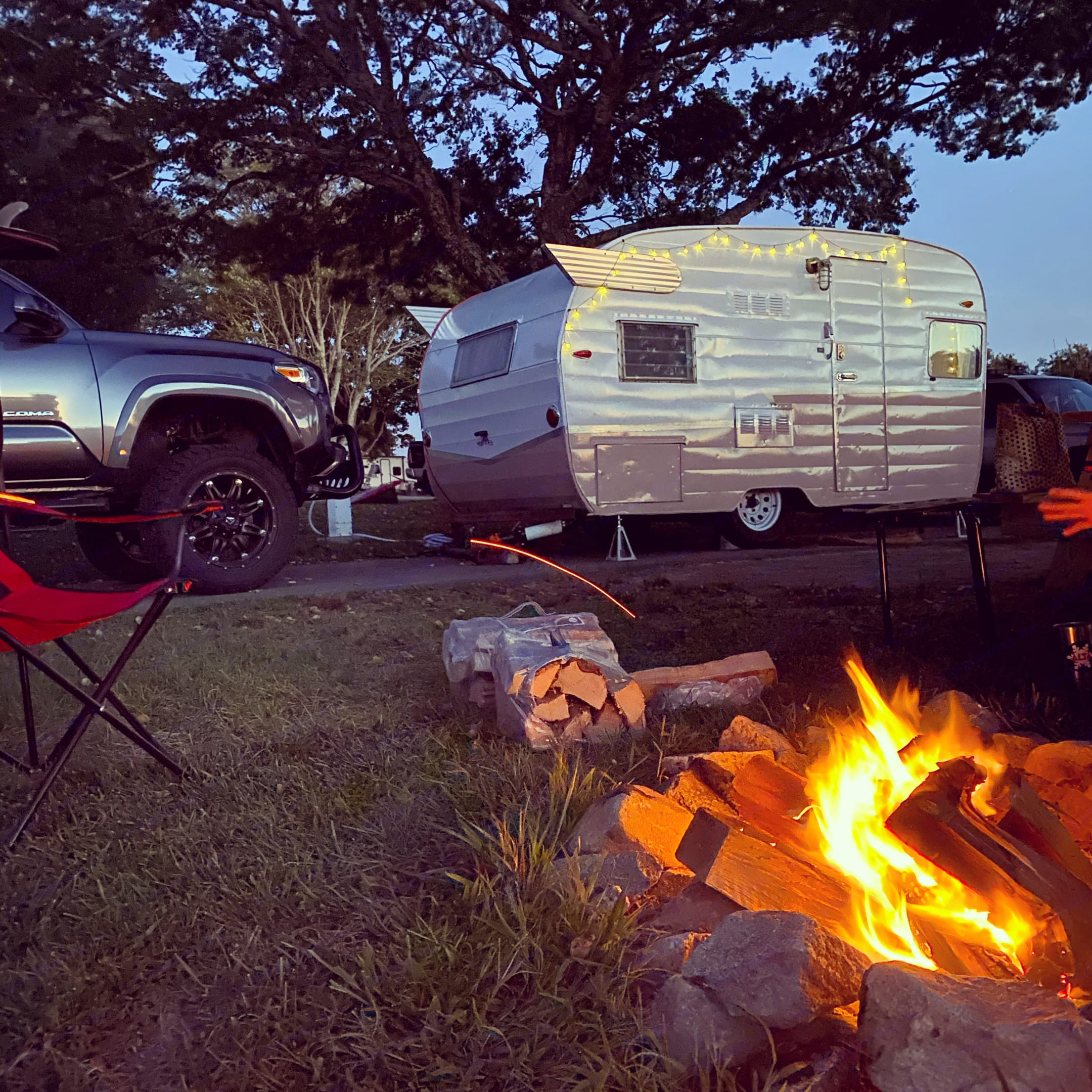 Camping. Shasta Airflyte 1963