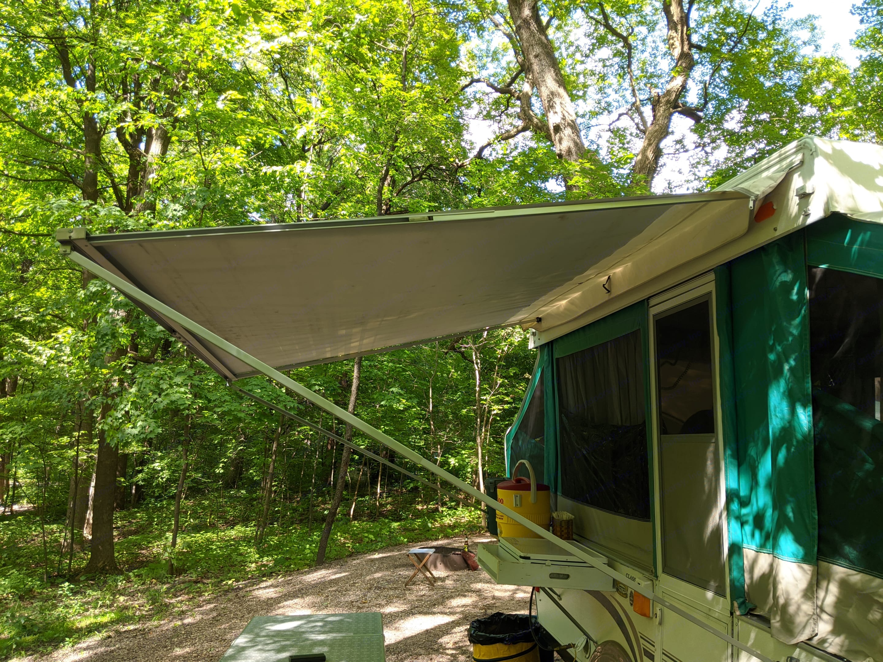 Keep dry under the awning while making breakfast. Coachmen Clipper 2003