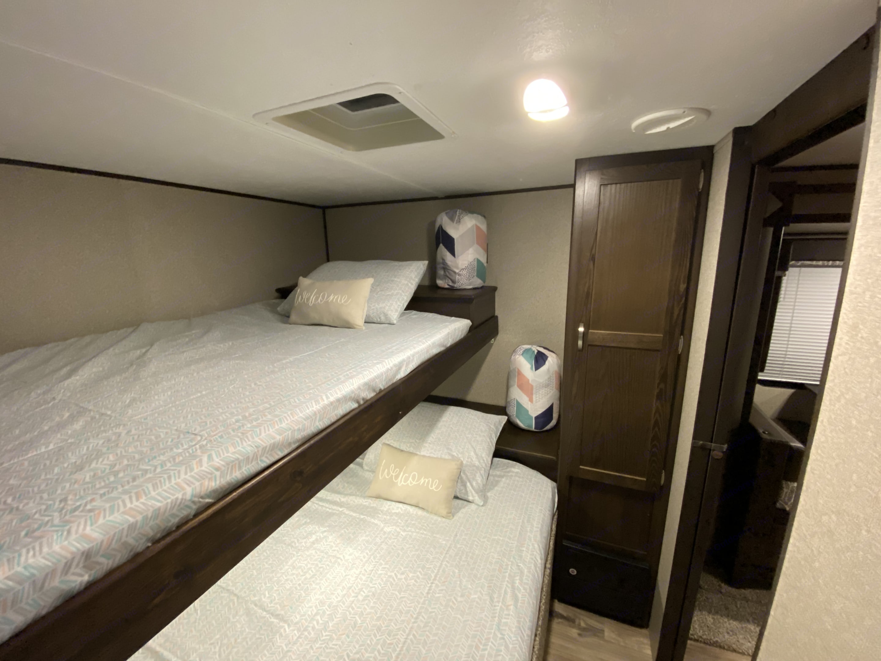 Bunkhouse with storage and room to get dressed. Keystone Summerland 2018