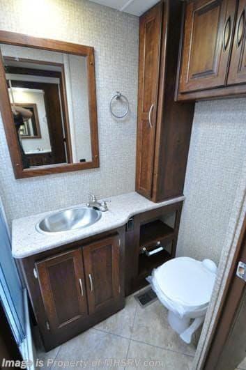 Big bath and tall shower. Coachmen Mirada 2016