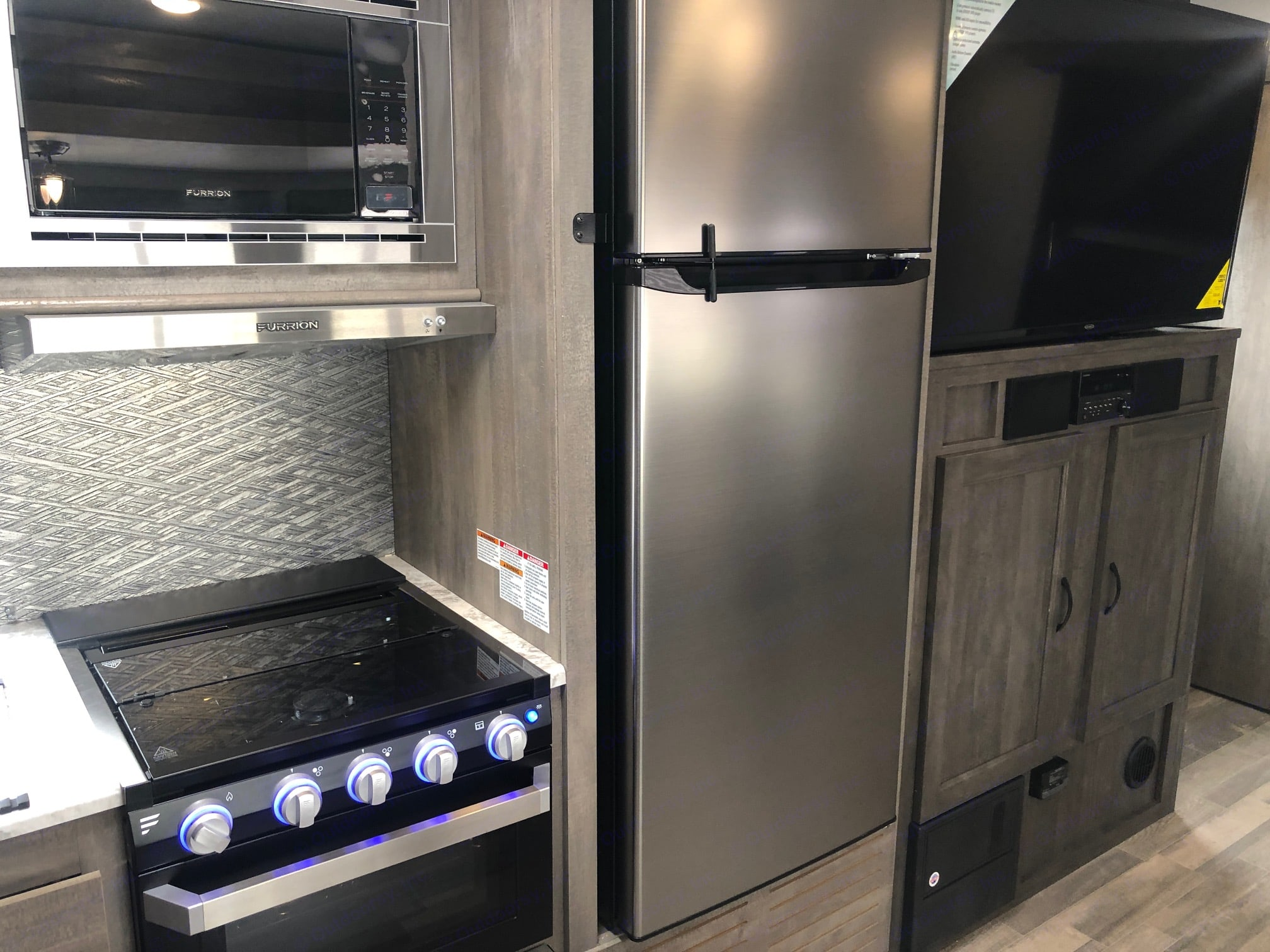 Gas stove and oven to bake in. Pots and Pans included. Coffee included too!. Forest River Vibe 2020