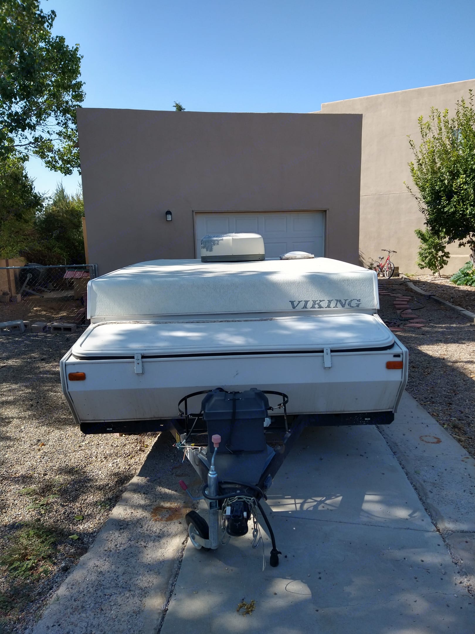 Extra storage space plus room for 2 propane tanks and has 1 battery.. Viking 2470 ST Legend 2007