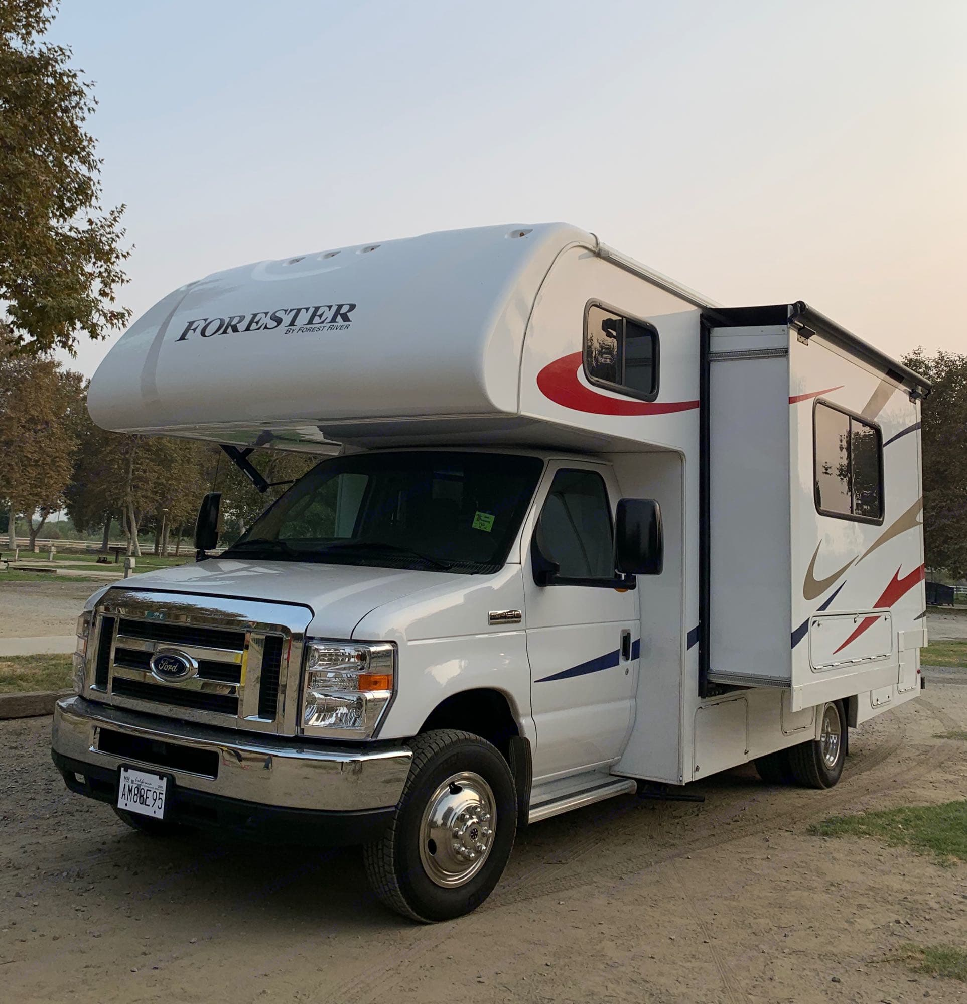 RV Slide out. Forest River Forester 2018