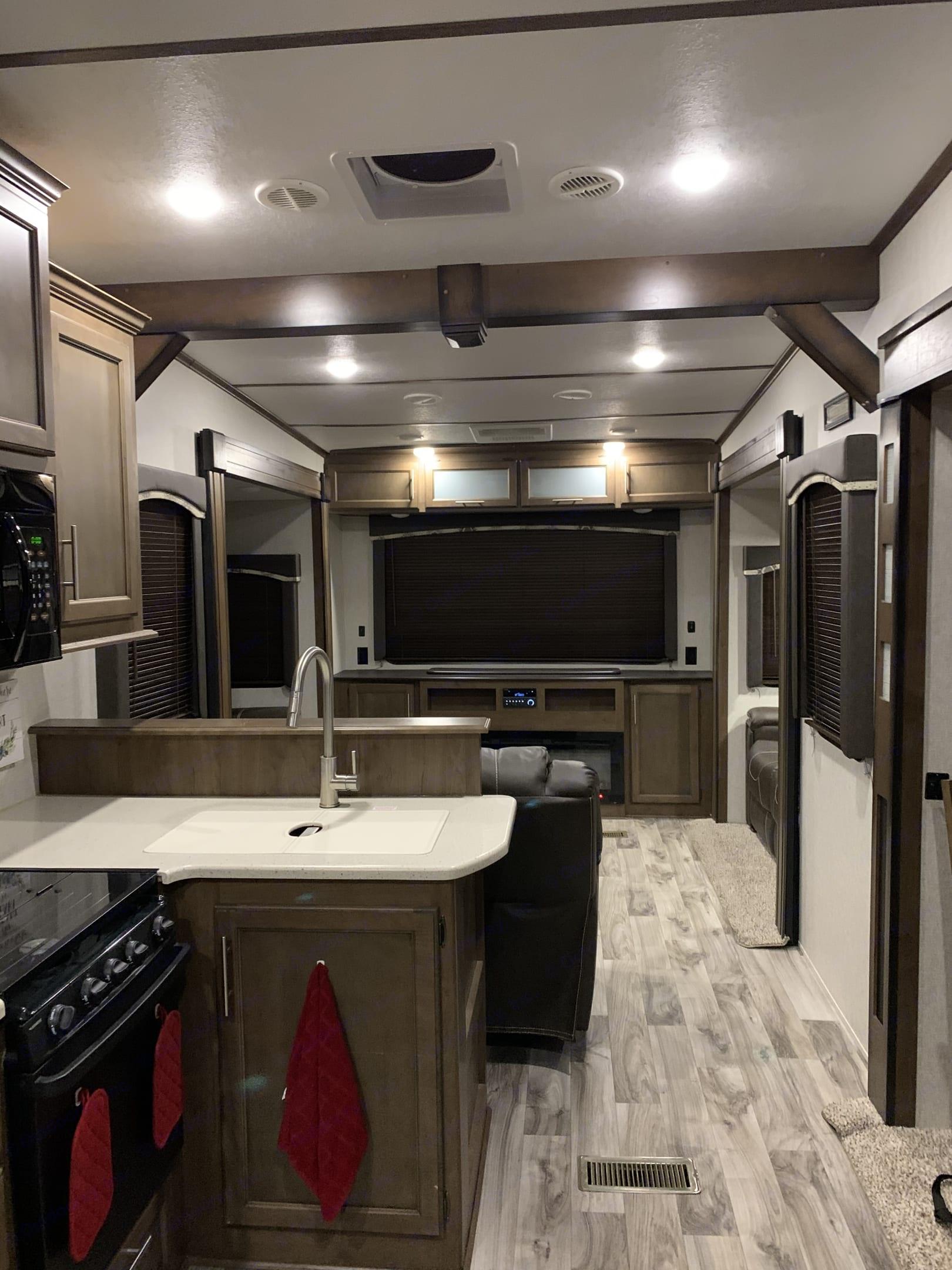 """HUGE living quarters, can seat 6 with a LARGE 52"""" TV that comes up behind the fire place. Keystone Cougar 2018"""